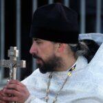Почему священники говорят не «в руке», а «в руце»?