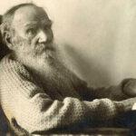 За какие скандальные строчки Лев Толстой публично обругал Игоря Северянина?